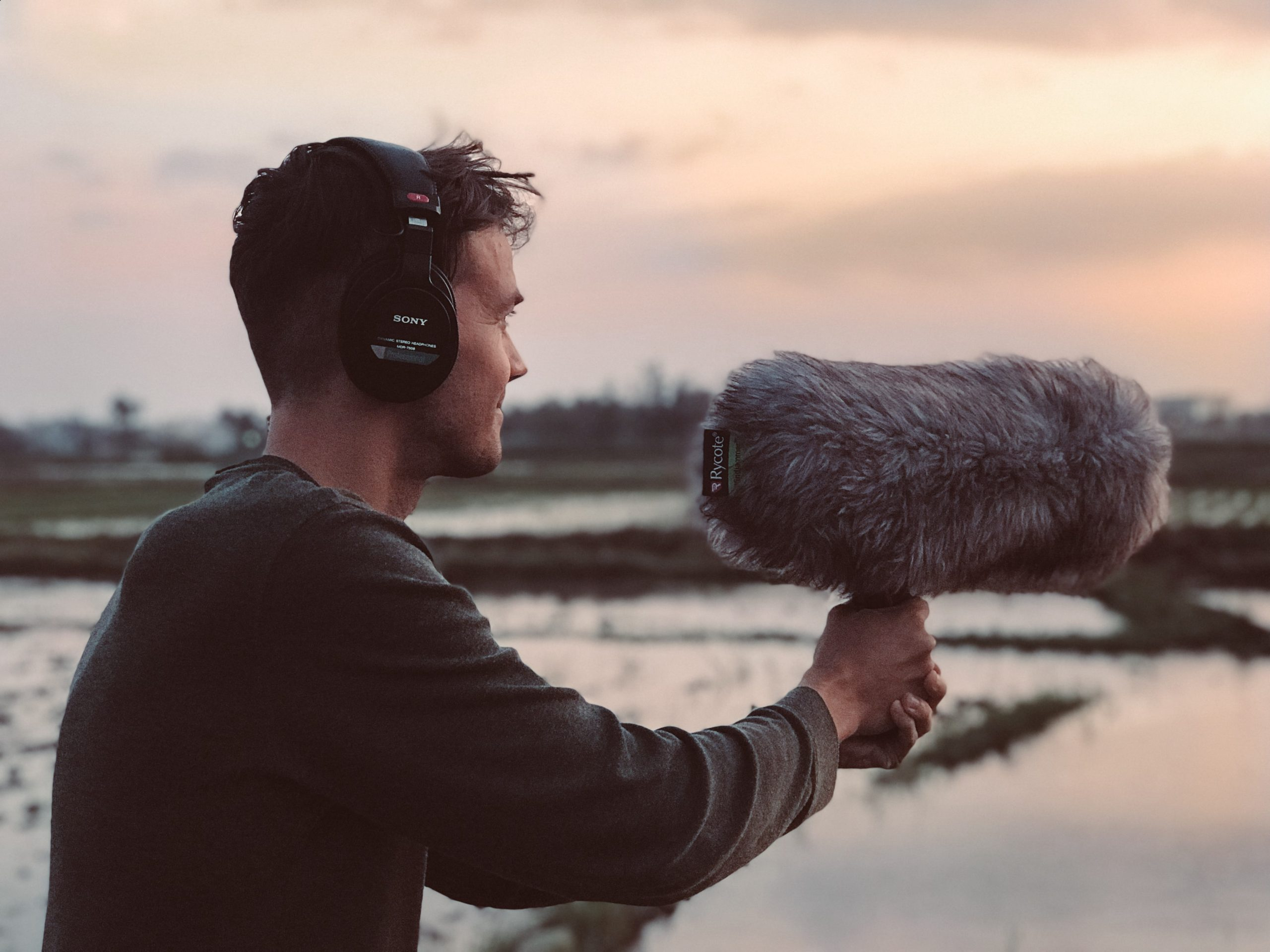 free-to-use-sounds-m4S8VG6y9Ds-unsplash