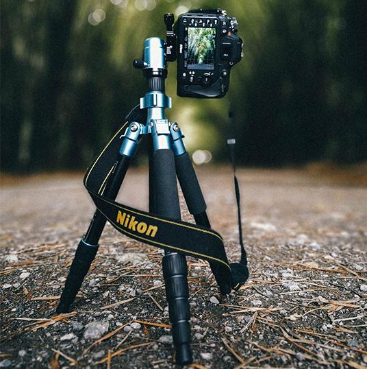 using-tripod-shotting-vertical